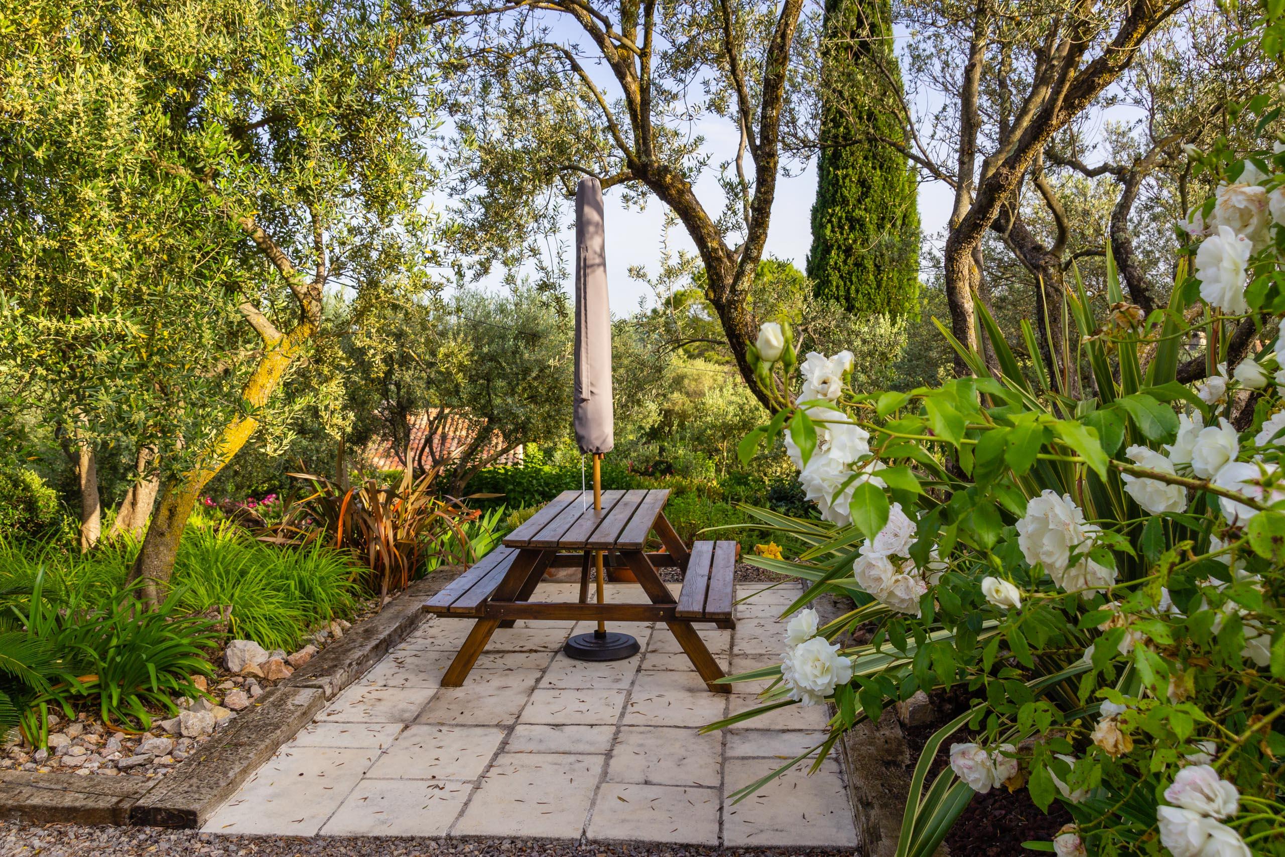 2018 05 Provence Garden 1 003